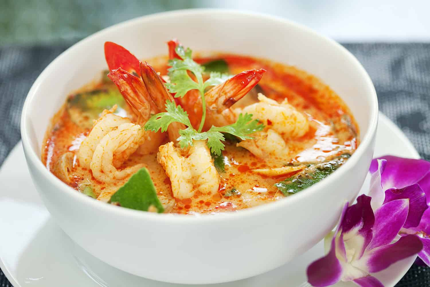 thai food vs lao food - tom yum soup