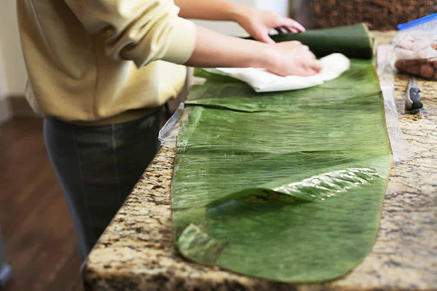 banh tet banana leaves