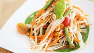 Authentic Thai Spicy Green Papaya Salad Recipe - Homemade Som Tum