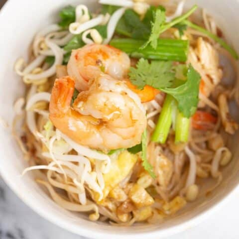 pad thai noodles versus lo mein noodles